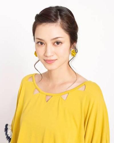 黄色い花のように元気にあふれる平愛梨